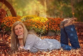 женщина в листьях